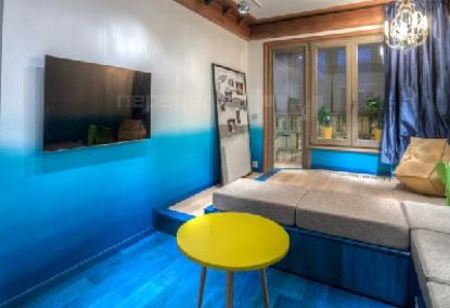 Гостиная с синим полом