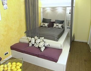 Гостиная с кроватью и лимонами